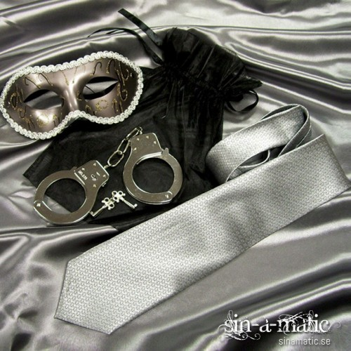 The trilogy, bondagekit med ögonbindel, handborjor & masquerade mask