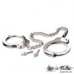 Fotborjor av metall - dessa cuffs är perfekta för bondagelekar