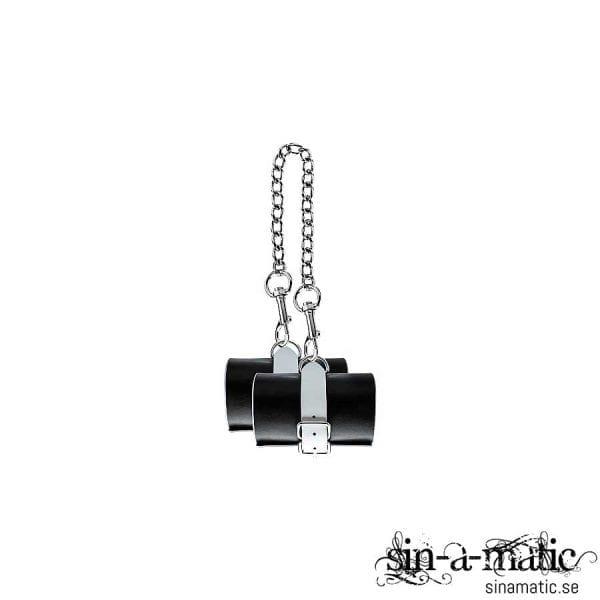 Handbojor i svart & vitt läder med metallkedja och spänne
